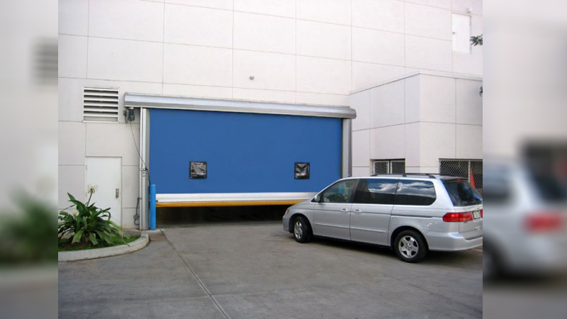 What are the Features of a High-Speed Door for Dealerships and Service Bays Application in Mississauga, ON